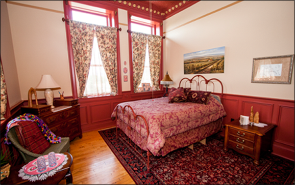 Red Clay Room at Maiden Rock Inn